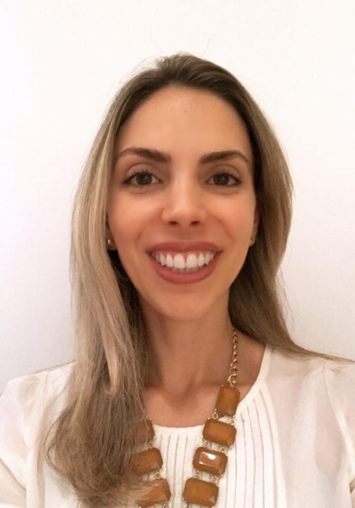 Dra. Adriana Pessoa